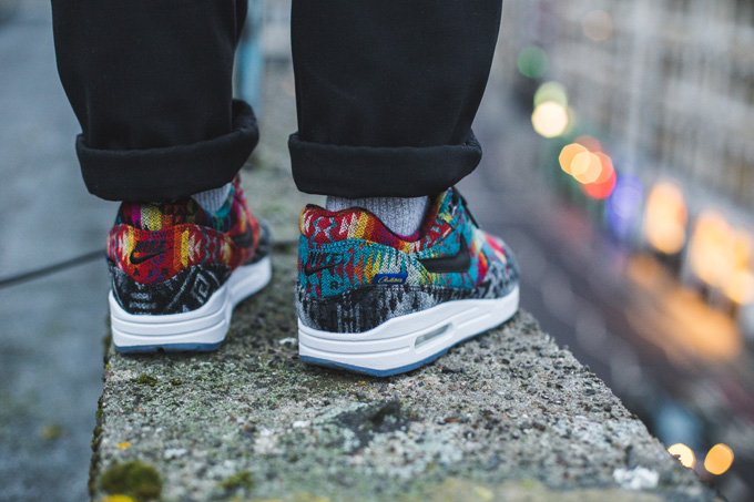 pestillo Marcha mala Siete  See the Nike What The Pendleton iD Air Max 1 In Action - The Drop Date