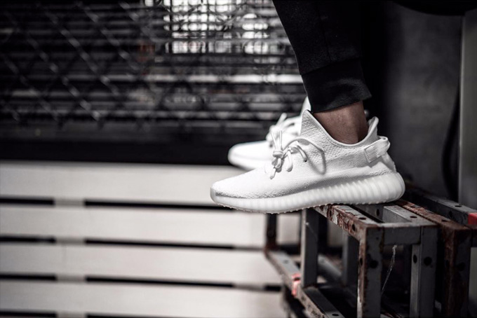 adidas-YEEZY-BOOST-350-V2-Triple-White-4