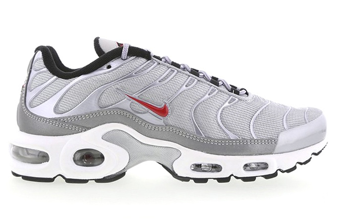 c3d391133bb A Thumbs-Up Mash-Up  Nike Air Max Plus Silver Bullet - The Drop Date