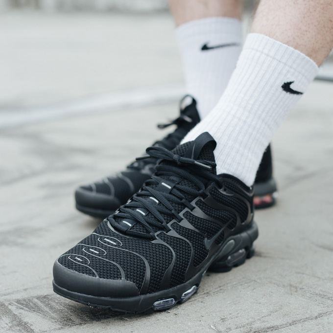 100% authentic b4b4f 8d082 Nike Air Max Plus TN Ultra Triple Black - On-Foot Shots ...