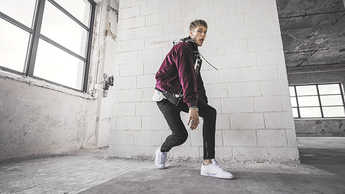 Implacable Es mas que florero  90s Inspired: Reebok Classic x Machine Gun Kelly Club C Overbranded - The  Drop Date