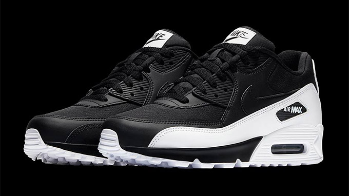 Keep Things Black and White with the Nike Air Max 90