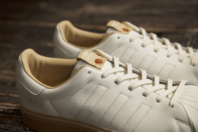 Cheap Adidas Superstar White White On feet Video at Exclucity