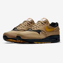 huge selection of 15ba4 1427b The Nike Air Max 1 Throws a Branding Curveball…
