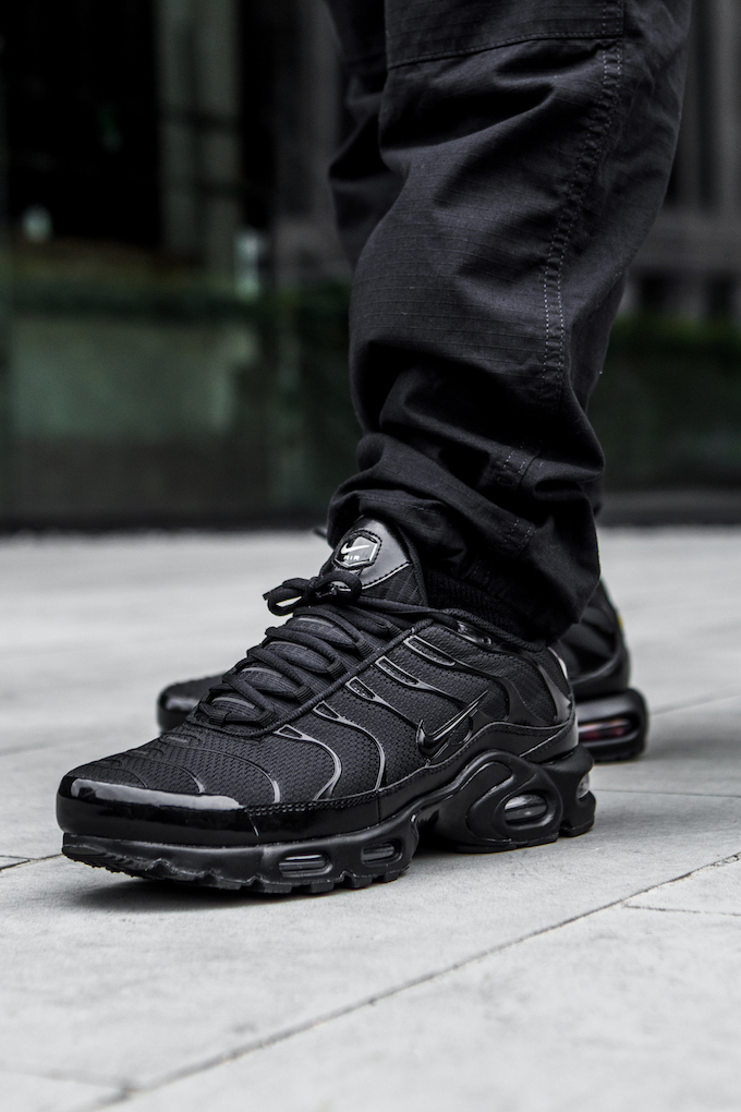pretty nice 59da0 2d2e1 Nike Air Max Plus TN Triple Black: On-Foot Shots - The Drop Date