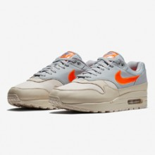 4530dcc412df Heavy Contrasts Make up the Nike Air Max 1 Desert Sand