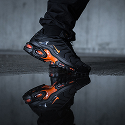big sale 7e904 cf0c5 Nike Air Max Plus TN SE Total Orange: On-Foot Shots - The ...