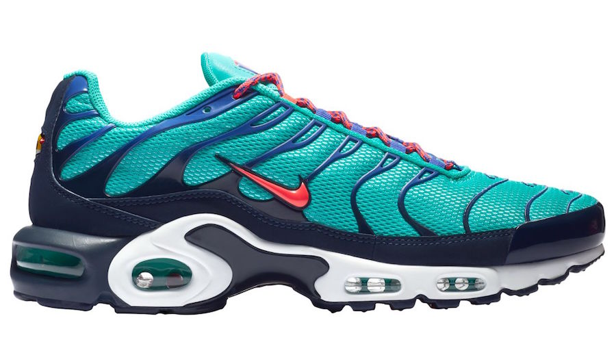 80b90e95555d8f The Tuned Air icon gets another fresh look with the all-new NIKE AIR MAX  PLUS HYPER JADE.