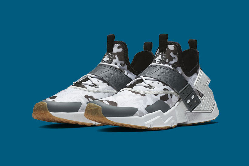 72de6c993119 Nike is hiding the Swoosh in plain sight with two new takes on the NIKE AIR  HUARACHE DRIFT CAMO.