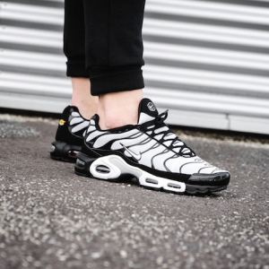 15fae64122d0d9 Nike Air Max Plus Oreo  On-Foot Shots by OVERKILL