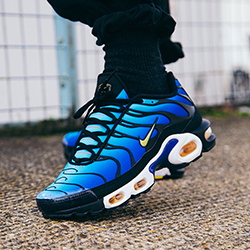 b43d2da7f2a3 Nike Air Max Plus OG Hyper Blue  On-Foot Shots