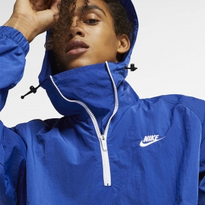 It's all good in the hood with this NIKE SPORTSWEAR HOODED WOVEN ANORAK, available now in 5 bold colourways.