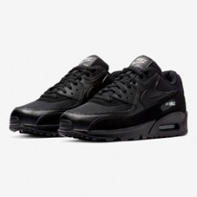 buy popular 3c74a 363c4 The Nike Air Max 90 Goes Stealth