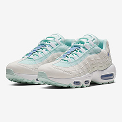 new style 4e0d7 dfa9c Tune into Summer with the Nike WMNS Air Max 95 Teal Tint