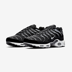 d6d026286e652a This Nike Air Max Plus Showcases a Classic Combo
