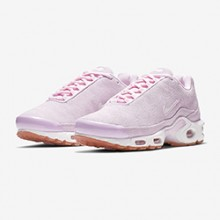 uk availability f63b8 23399 The Nike WMNS Air Max Plus Premium Lands in Psychic Pink