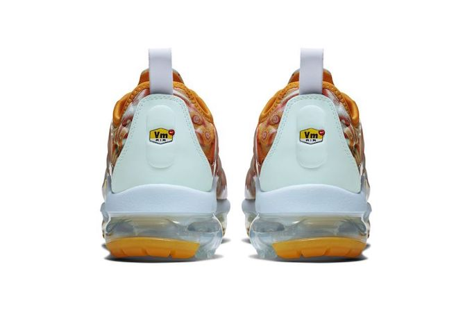 8ddf8d2adcf0 The Nike Air Vapormax Plus QS Embraces Dye Effects - The Drop Date