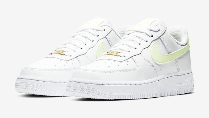 Nike WMNS Air Force 1 07 Barely Volt