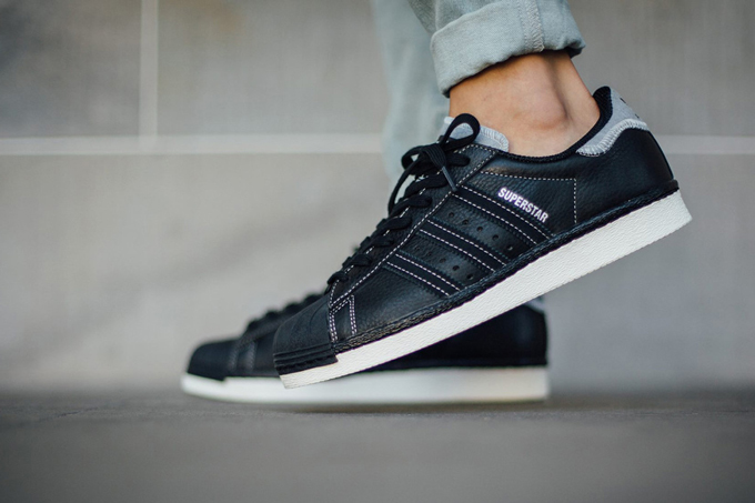 innovative design 0bdc8 76aba adidas originals superstar 80s varsity jacket pack black
