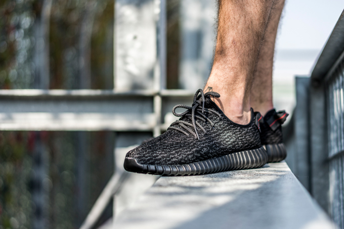 6b2572dae3e adidas Yeezy Boost 350 Black - On Foot - The Drop Date