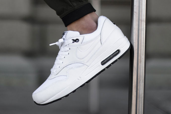 sports shoes 92717 ce69b NIKE AIR MAX 1 ESSENTIAL WHITEBLACK