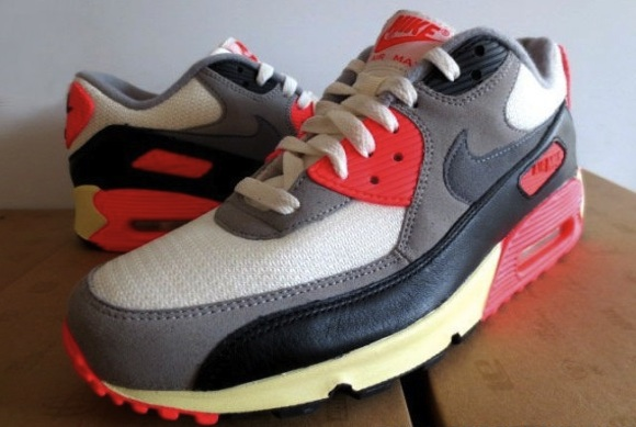 Nike Air Max 90 Infrared VNTG A Detailed Look | Highsnobiety