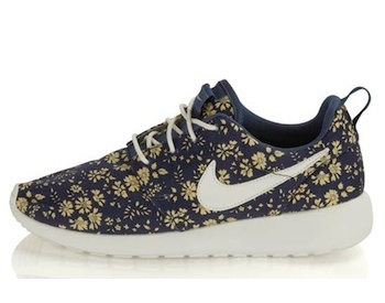 NIKE X LIBERTY WOMENS ROSHE RUN 7de20fb487